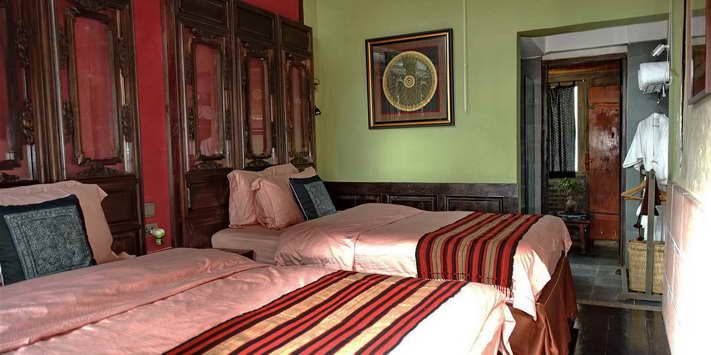 shaxi-hotels-old-theatre-inn-guestroom.