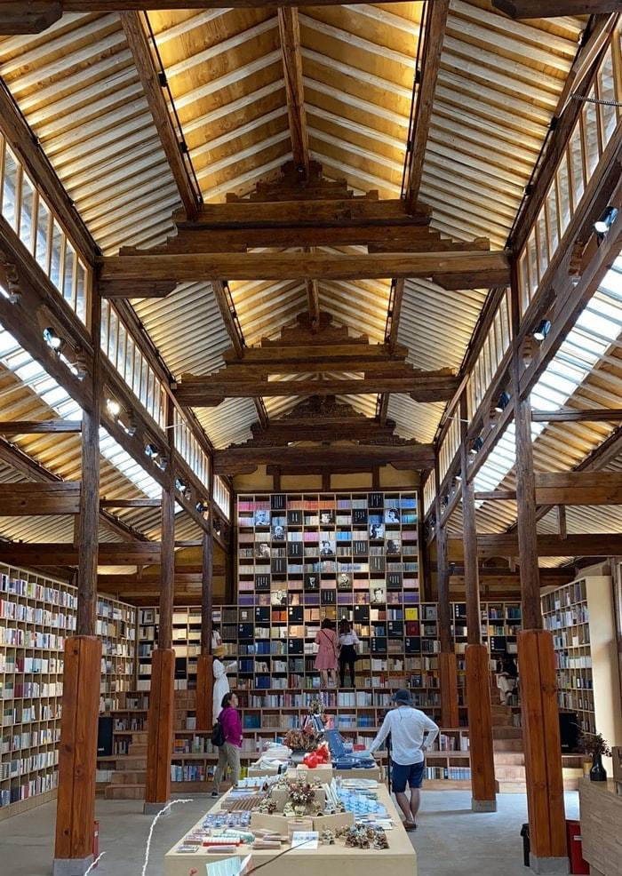 shaxi-bookstore-shaxi-yunnan-china